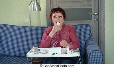 grand-mère, marques, inhalation