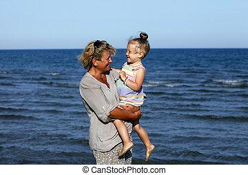 grand-mère, petite-fille, elle