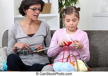 grand-mère, petite-fille, tricot