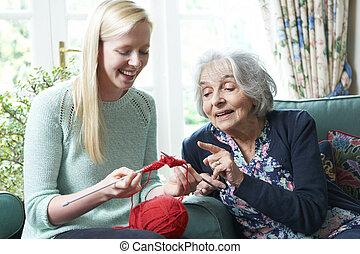 grand-mère, projection, petite-fille, comment, à, tricotter