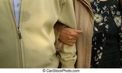 grand-mère, tient, main, grand-père