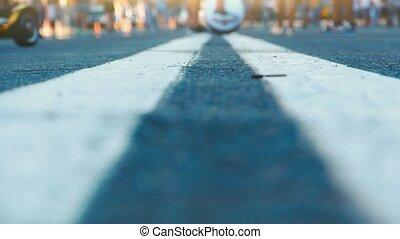 grand, marche, occupé, city., foule, gens, grand, nombre, pieds, rue, marquages, jambes, dorh, mouvement