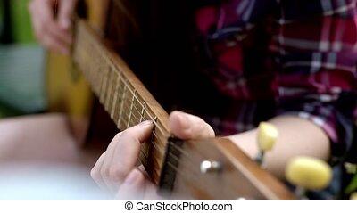 grand plan, de, a, personne, mains, jouer, une, guitare acoustique, grand plan