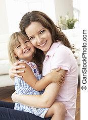 grand plan, de, affectueux, mère fille, chez soi