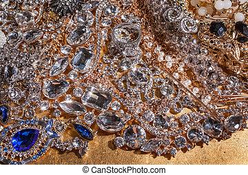 grand plan, de, luxe, précieux, bijouterie, sur, arrière-plan doré