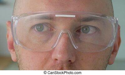 grand plan, de, mâle, figure, dans, lunettes sécurité, ou,...