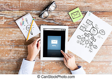 grand plan, de, mains, à, email, icône, sur, pc tablette