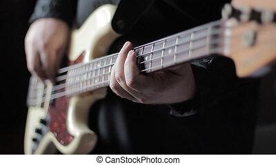 grand plan, vidéo, de, guitare basse, jouer