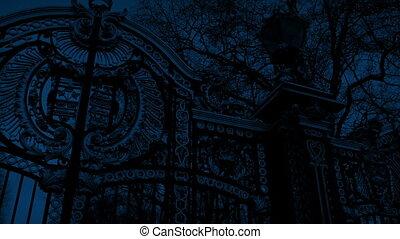 grand, portail, orné, nuit