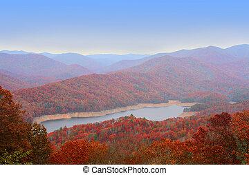 grand, u, enfumé, automne, montagnes