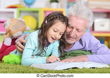 grandaughter, livro leitura, avô