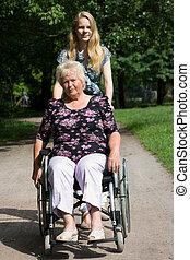 granddaughter, wheelchair, kvinde, senior, hende