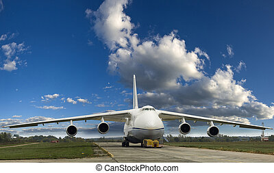 grande, avión de carga, suelo