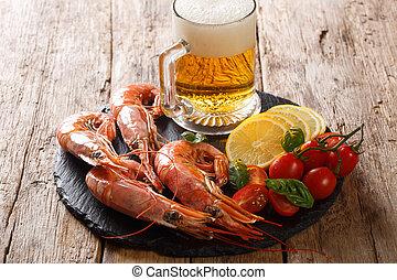 grande, bollito, limone, ardesia, su, antipasto, birra, board., chiudere, orizzontale, gamberi, pomodori