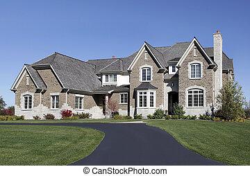grande, casa, con, cedro, tetto