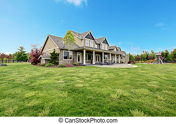 grande, fattoria, casa paese, con, primavera, verde, paesaggio.