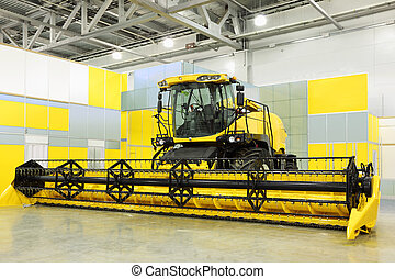 grande, giallo, mietitore, ara, in, stanza, a, mostra, speciale, agricolo, macchina