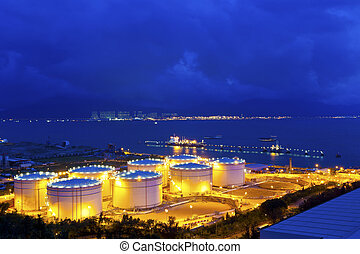 grande, industrial, óleo, tanques, em, um, refinaria, à noite