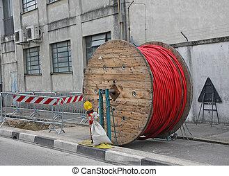 grande, instalação, elétrico, escavação, local, carretel, madeira, construção, alto-voltagem, durante, cabos