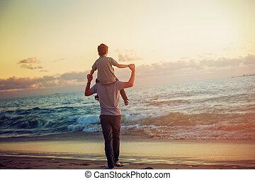 grande, luz, pai, filho, pôr do sol, tempo, praia, tendo, feliz