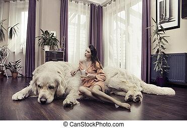 grande, mujer, joven, abrazar, perro