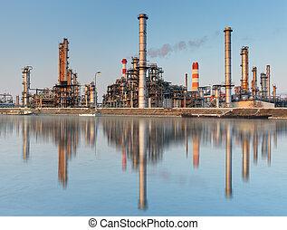 grande, refinería de petróleo, de, un, cielo, plano de fondo