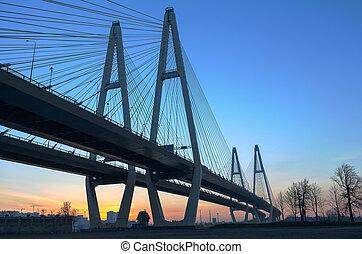 grande, suspendido, puente, durante, salida del sol, en, cielo azul