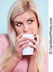 grande tasse thé, femme, boire