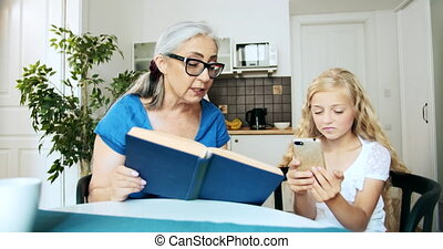Grandmother Granddaughter Smartphone - Grandmother in...