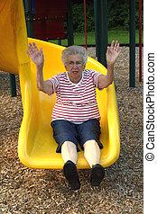 grandmother2, 滑っている