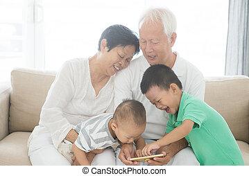 grandparents, og, grandchildren, bruge, raffineret, telefoner