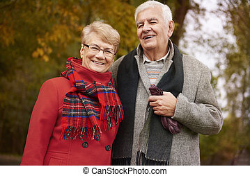 grands-parents, heureux, parc, portrait