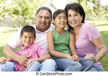 grands-parents, parc, petits-enfants