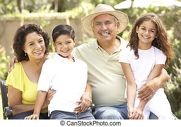 grands-parents, parc, petits-enfants, portrait