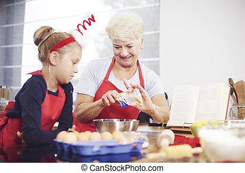 grangmother, neki, csinál, lányunoka, édesség, házi készítésű, tanítás