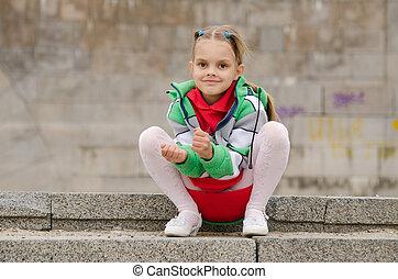graniet, meisje, zit, stappen, six-year