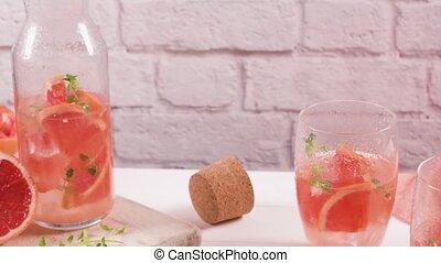 Grapefruit lemonade with thyme - Healthy summer drink...