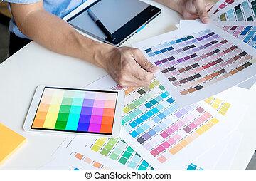 graphikdesigner, arbeitende , in, buero