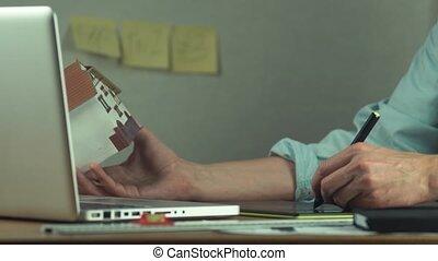 graphique, créer, tablette, projet logement, mains, utilisation, mâle, ordinateur portable