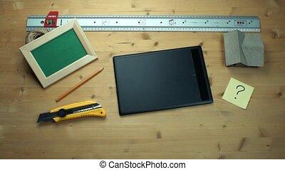 graphique, fermé, tablette, question, note collante, mettre, mains, utilisation, mâle, signe