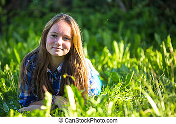 grass., vert, teen-girl, portrait, sourire, mensonge