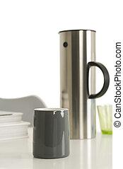 graue , kaffeetasse, flasche, neben, vakuum, silber