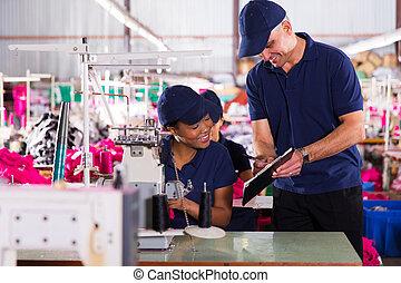 gravando, desempenho, maquinista, supervisor, fábrica