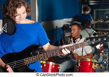 gravando, guitarra, mulher, estúdio, tocando
