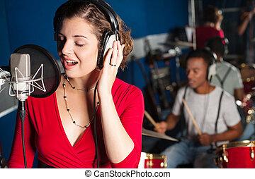 gravando, senhora, cantando, estúdio