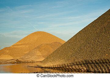 Gravel heaps