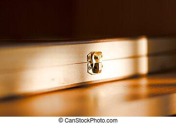 Graven chest lock / Background