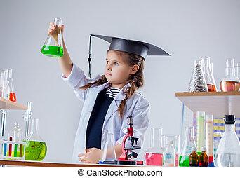 graverende, apotekeren, kigge hos, reagens, ind, lommeflaske