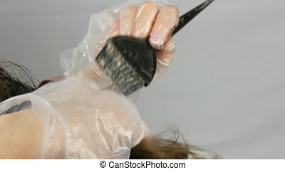 Gray hair at the roots of women, which itself dyes hair with...