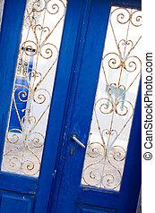 Grec, porte, typique